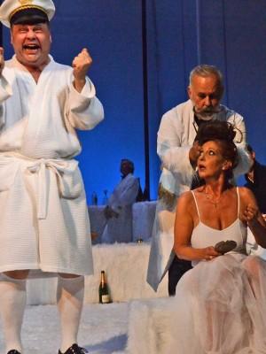 Sommer 14 – Ein Totentanz. Szene Lusitania: Barbara Frey mit Jens Schleicher und Udo Walz, Foto: © Barbara Ellen Volkmer