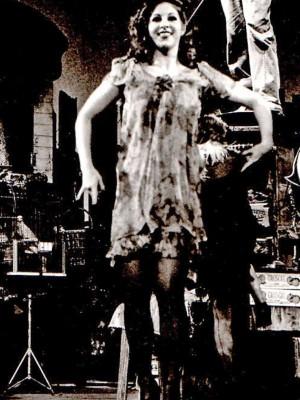 "Barbara Frey als Lolotte in der Uraufführung ""Regenbogen"" Musical von Paul Burghard, Regie Martin Markun 1977 am Stadttheater Basel, Intendant: Hans Hollmann, Foto: © Stadttheater Basel"