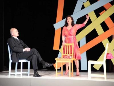 Wessis in Weimar: Barbara Frey als Hildegard, Harald Arnold als Der Präsident, Foto: © Walter Rogge