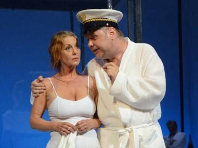 Sommer 14 – Ein Totentanz. Szene Lusitania: Barbara Frey mit Jens Schleicher, Foto: © Barbara Ellen Volkmer